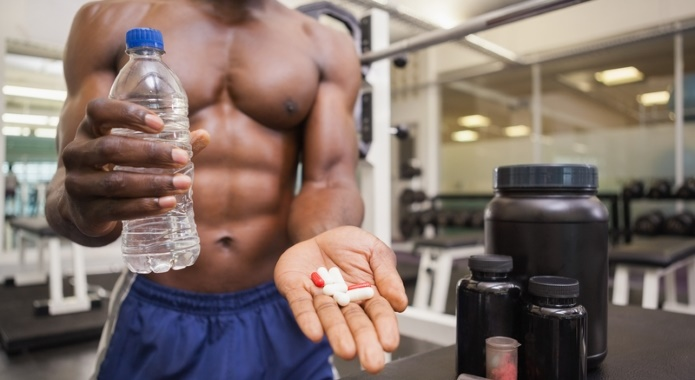 Fitness-guy-with-fat-burning-pills-1